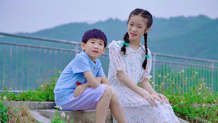 邓文怡、邓力玮 - 萱草花